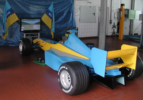 f1 rennsimulator blau gelb renault indoor mieten