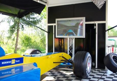 f1 simulator blau gelb renault showtrailer mieten